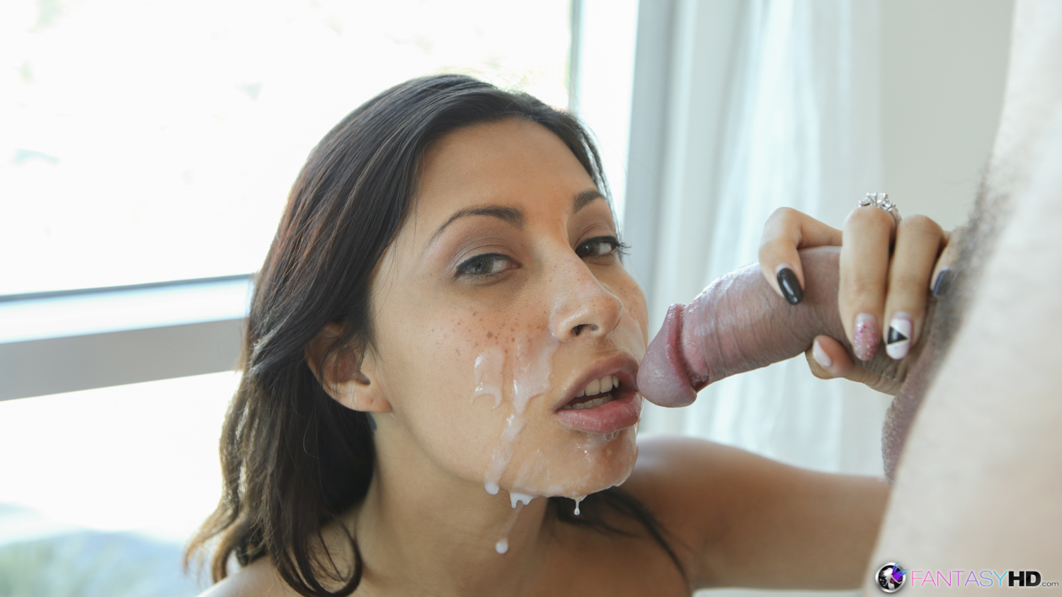 amateur-latina-facial videos -